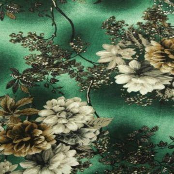 Naturel Flowers on Green